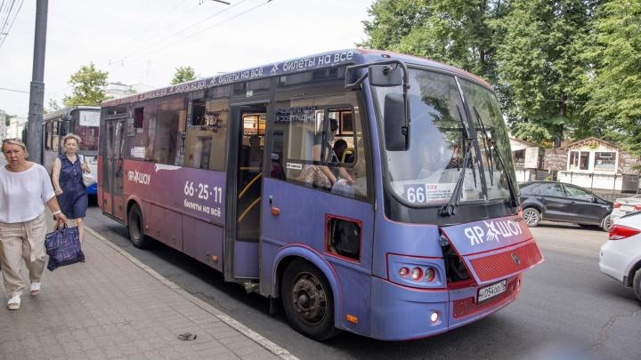«По голове бьет обшивка люка»: в Ярославле в рейс вышел сломанный автобус московского перевозчика
