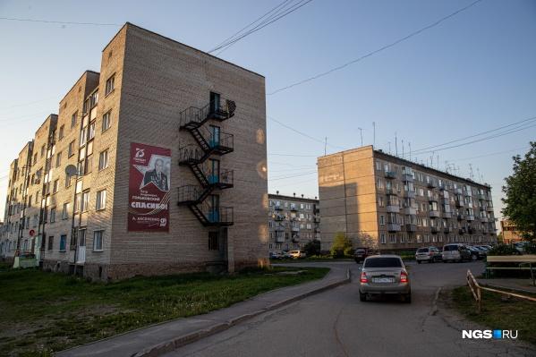 """Жители поселка Мошково боятся, что происшествие с застреленным в ходе задержания <nobr class=""""_"""">19-летним</nobr> Векилом Абдуллаевым может обернуться серьезным национальным конфликтом"""