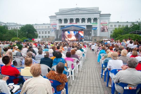 Фестиваль музыкальных фильмов и фестиваль ландшафтного дизайна укладываются в установленные рамки по числу гостей