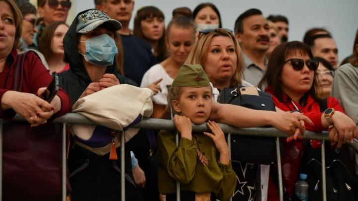День Победы в 30 кадрах: смотрим самые яркие фото праздника в Екатеринбурге