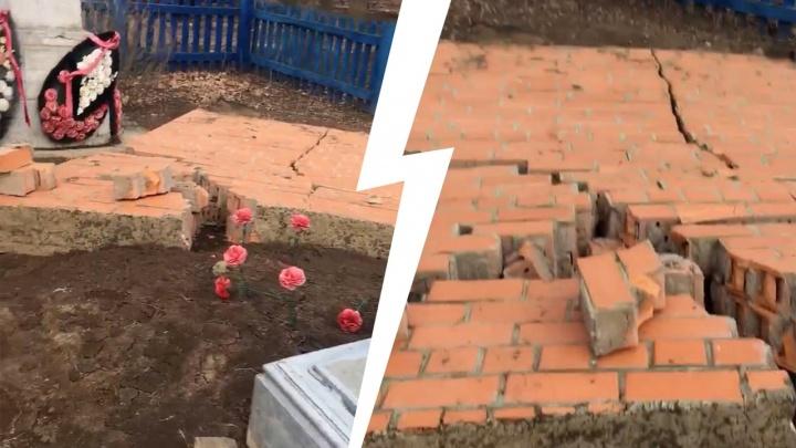 Это всё ветер: в Волгограде обрушилась кирпичная стена на братской могиле