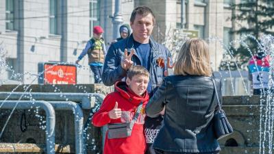 Гуляй — Победа! Как новосибирцы отдыхали после года пандемии — 10фото с праздничных улиц