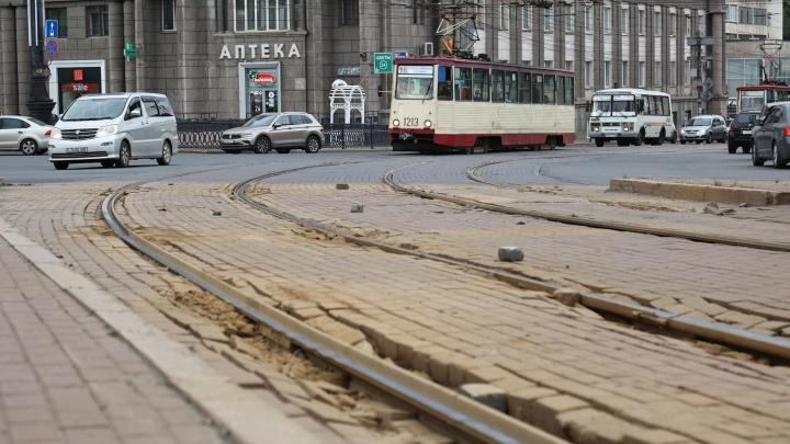 Пробки неизбежны: в самом центре Челябинска ограничат движение из-за ремонта трамвайных путей