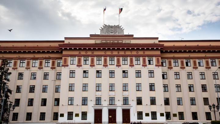 «Ягуары», «Лексусы» и автокраны: у кого из тюменских депутатов самый большой гараж