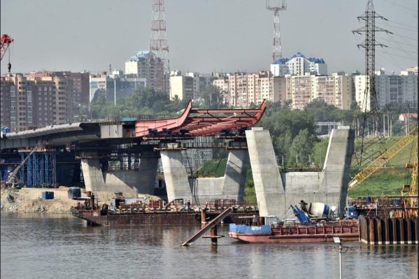 Техническое движение на мосту планируется запустить к концу 2022 года, а весь объект будет сдан в 2023 году