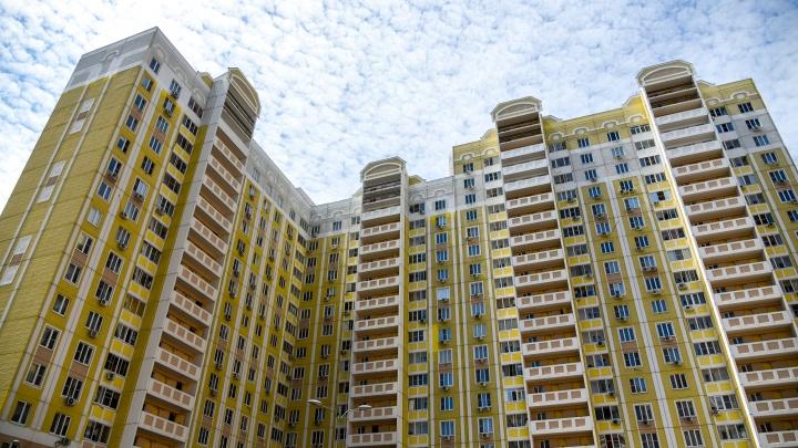 В Ростове насмерть разбилась девушка, выпав из окна многоэтажки