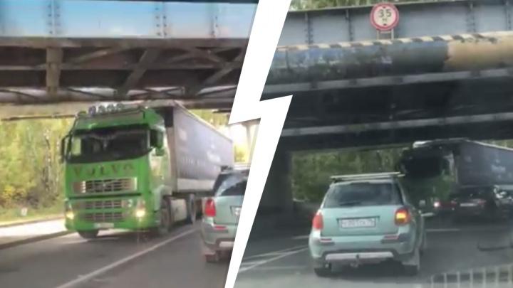 Мост-ловушка в Компрессорном снова поймал фуру — пробки в обе стороны
