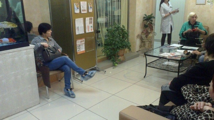В Омске руководителю медцентра «Источник красоты» заменили условный срок на реальный