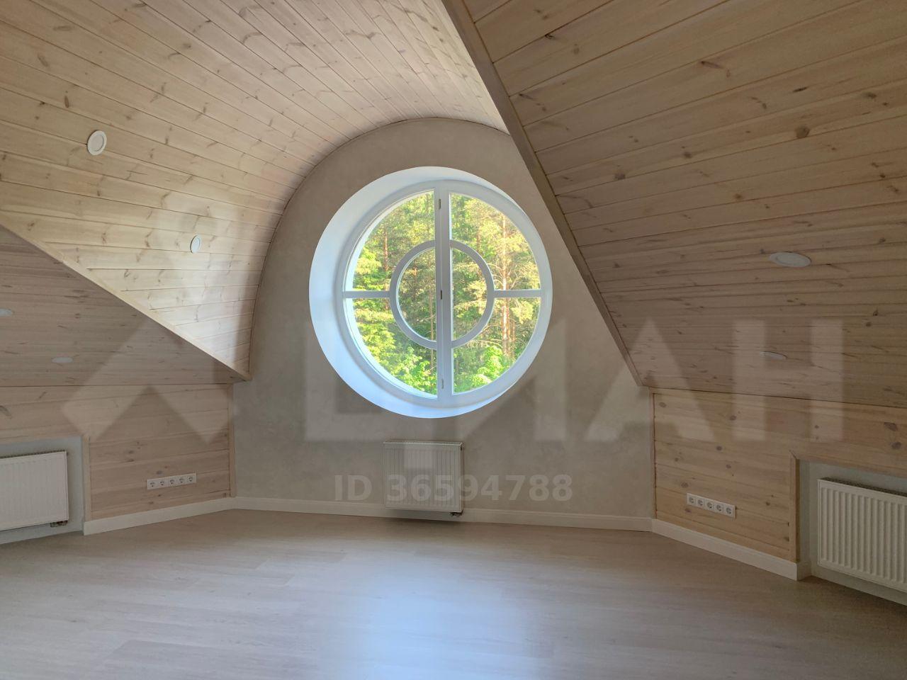 Необычное окно в мансарде