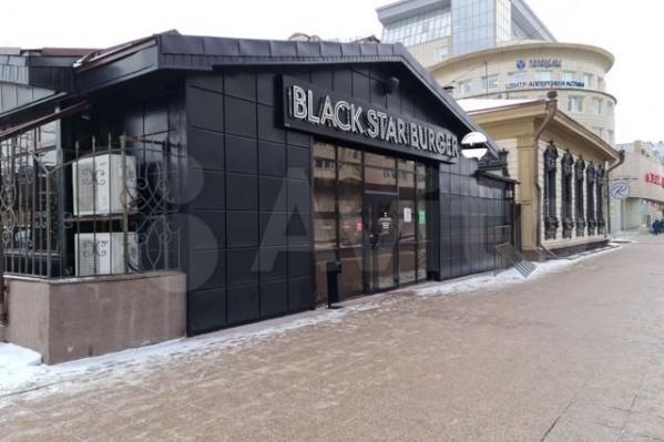 Оба ресторана находятся в весьма оживленной части города