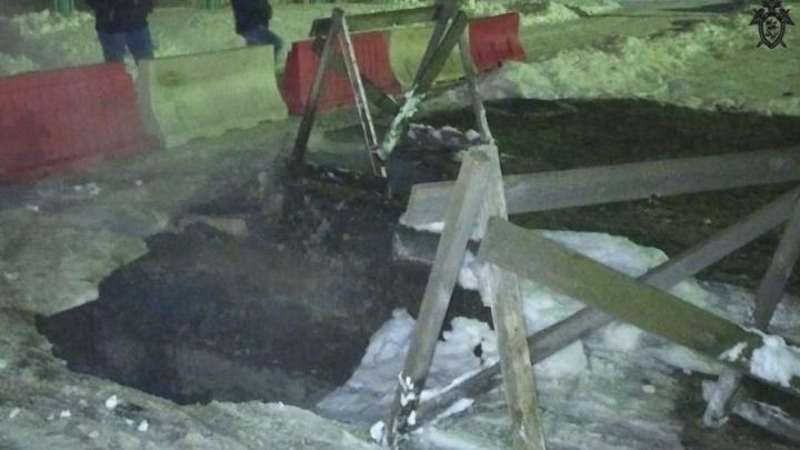 Жительница Дзержинска получила ожоги, провалившись в яму с кипятком
