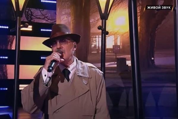 Виктор Григорьевич исполнил песню «Что так сердце растревожено»