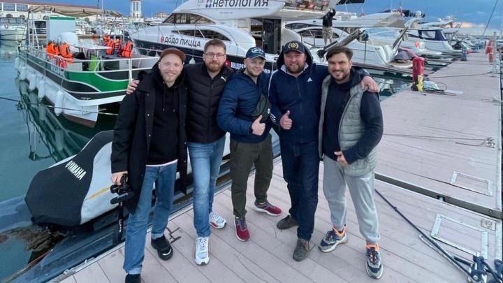 «Моря, реки — новая реальность»: в Волгоград плывут блогеры-путешественники, которые снимают сериал о стране