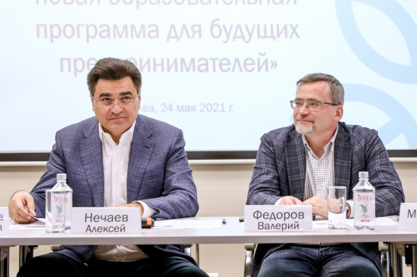 Лидер партии «Новые люди» Алексей Нечаев (слева) и гендиректор ВЦИОМ Валерий Федоров (справа)