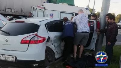 """Две иномарки столкнулись в Дзержинском <nobr class=""""_"""">районе —</nobr> есть пострадавшие"""