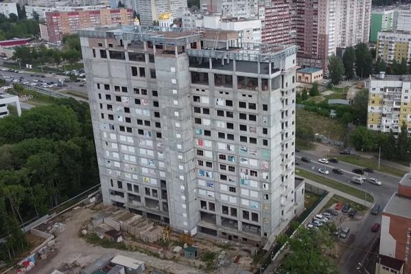 14-этажное здание выглядит как большая коробка