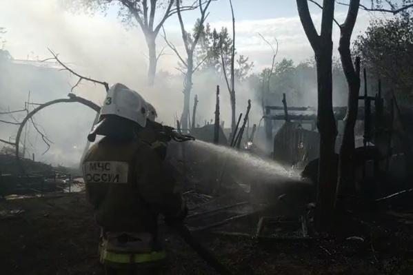 Пожар уничтожил 7 построек