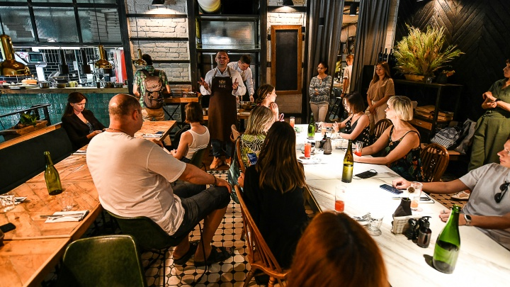 Пиццерия, сыроварня и кофейня с бочками: в Екатеринбурге назвали 35 лучших ресторанов