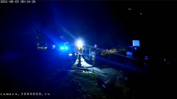 Во дворе дома в Горском микрорайоне мужчина покончил с собой на глазах у очевидца