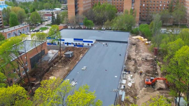 Буквой Г: новый ковидный госпиталь в Середавина сняли с коптера