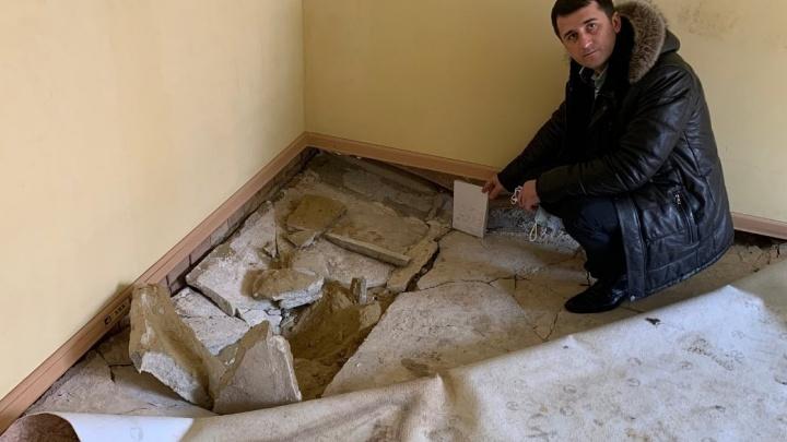 «Объект позора донских властей»: в Ростовской области сиротам выдали квартиры с провалившимся полом