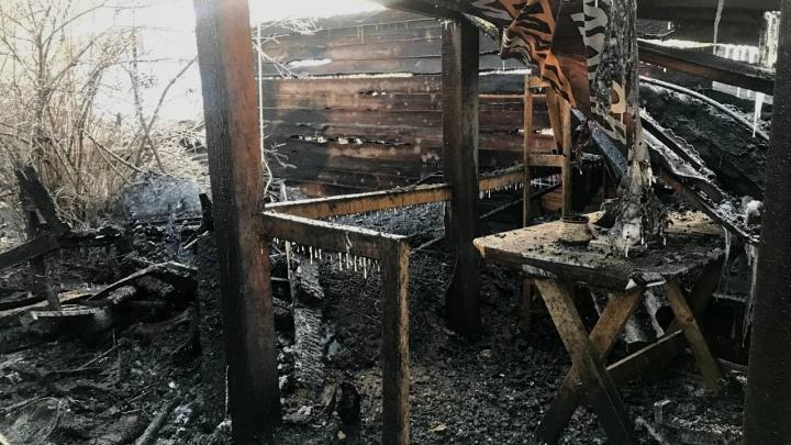 «Еще деньги за дом не отдали»: что известно про семью, у которой в пожаре погибли двое детей
