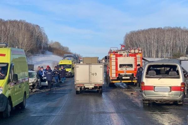 По информации очевидца, на месте работало несколько автомобилей скорой помощи