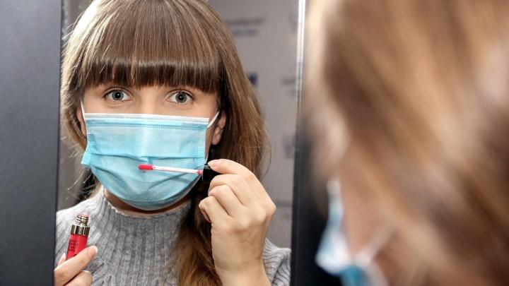 Эпидемия «маскне». Дерматолог рассказала, как бороться с прыщами, которые вызывают маски