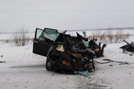 Снегоуборщик столкнулся с «Субару» в Ханты-Мансийске, один человек погиб, двое в больнице