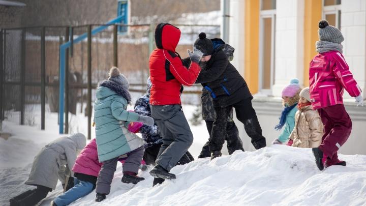 Из-за непогоды в челябинских школах третий день подряд отменяют уроки