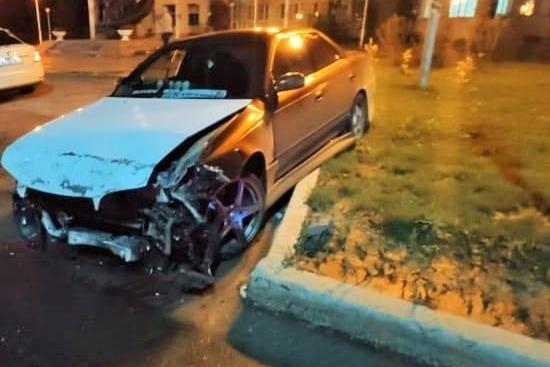 Пассажиры искореженного автомобиля доставлены в больницу