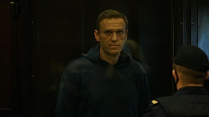 Навального этапируют в колонию рядом с Москвой