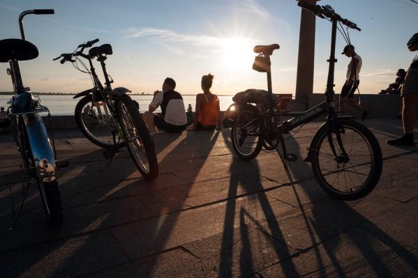Весной и летом количество велосипедистов на улицах резко увеличивается