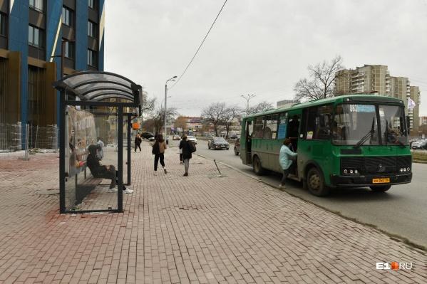 Пешеходную зону открыли совсем недавно, но она уже пришла в негодность