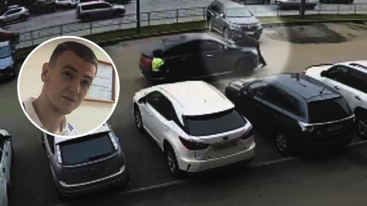 Уфимскому гонщику, прокатившему полицейского на капоте машины, продлили арест