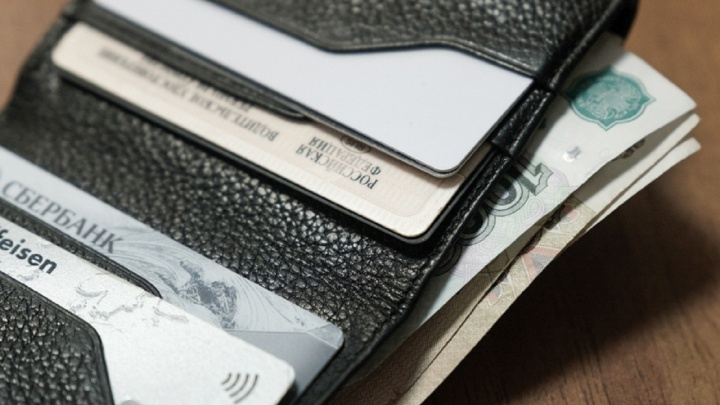 Сотрудники мирового суда не предупредили пермячку об аресте банковской карты. Их уволили
