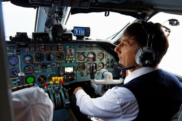 У Анатолия Прыткова, посадившего пассажирский самолет с отказавшими двигателями, опыт пилотирования более 20 лет