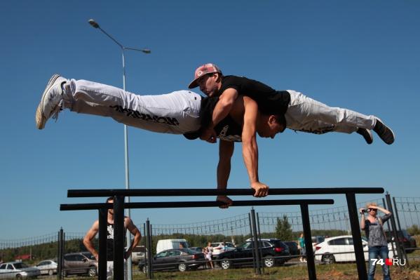 Спортивную площадку в районе Черного Мыса оборудуют скалодромом, тренажерами и турниками