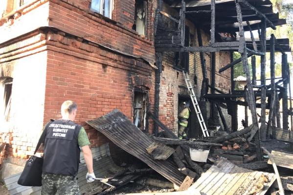 Пожар произошел в этом доме в поселке Юго-Камском