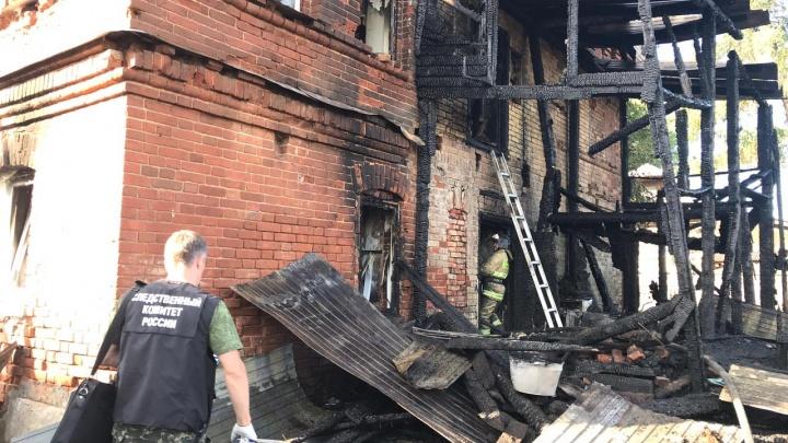 Ночью в Прикамье на пожаре погибли трое детей. Возбуждено уголовное дело