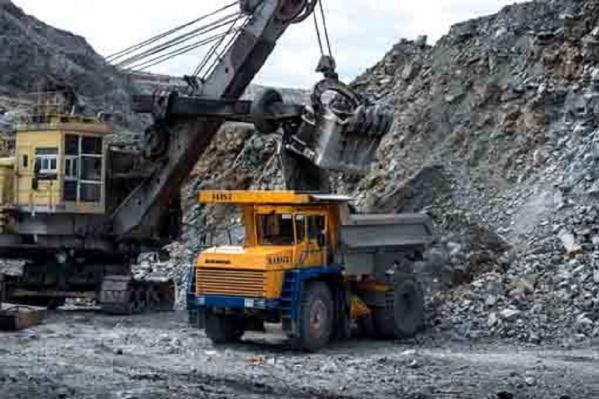 """За минувшие десятилетия в карьере добыто свыше <nobr class=""""_"""">95 млн</nobr> тонн руды"""