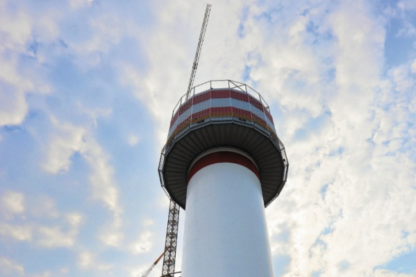 """Конструкцию водружали на грануляционную башню со скоростью <nobr class=""""_"""">10 метров</nobr> в час"""