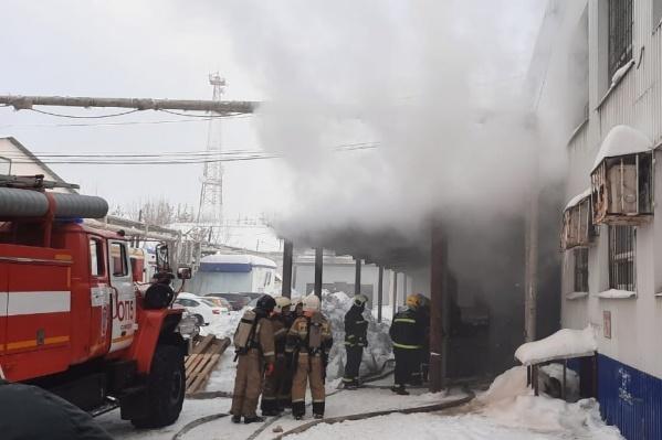 Дым охватил всё здание