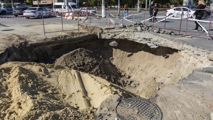Начали и сразу бросили: в Волгограде не смогли закопать котлован у бизнес-центра «Меркурий»