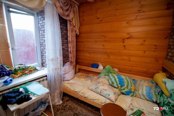 Информации о том, что в доме в Боровском живут пенсионеры и маломобильные постояльцы, в органы социальной защиты населения не поступало