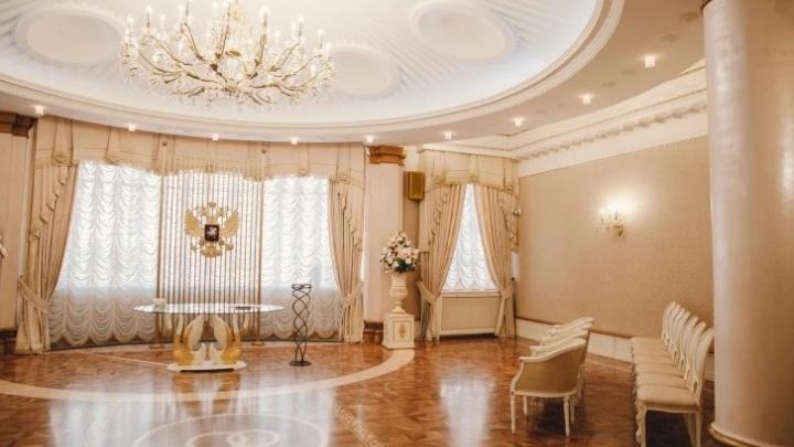 Жених и теща — в реанимации. В Тюмени около 30 человек заразились коронавирусом на свадьбе