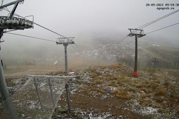 Судя по камерам наблюдения, утром снег на горе Зеленой не растаял