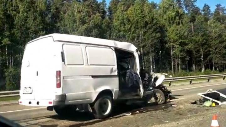 На Пермском тракте «газель» протаранила фуру. Погиб пассажир