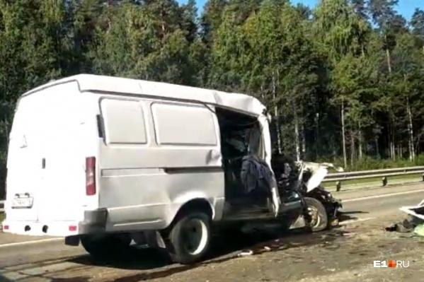 «Газель» сильно пострадала в результате аварии