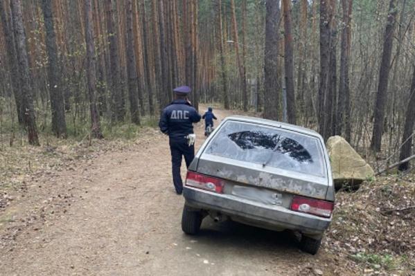 Нарушителей инспекторы ГИБДД поймали в лесу